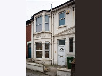 EasyRoommate UK - NEW MODERN DOUBLE ROOMS, ALL BILLS INC, NO DEPOSIT OR REFERENCING, WIFI, SKY TV, WEEKLY CLEANER, Portsmouth - £500 pcm