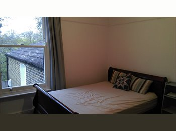 EasyRoommate UK - Newly decorated double bedroom in hither green, Hither Green - £600 pcm