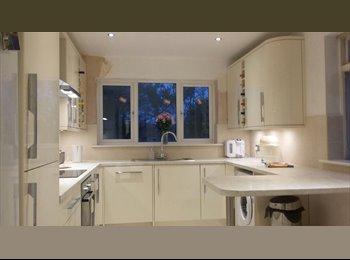 EasyRoommate UK - Double room Enfield EN2 near chase farm hospital, Grange Park - £600 pcm