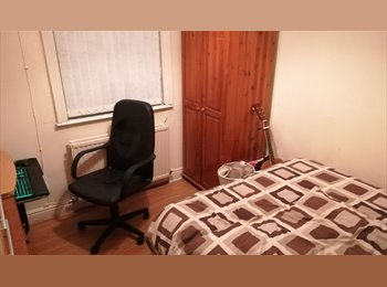 EasyRoommate UK - 5 BED HOUSE TO RENT IN FALLOWFIELD, Fallowfield - £400 pcm