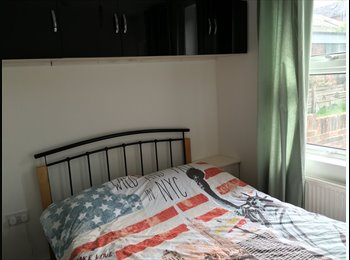 EasyRoommate UK - BEDROOM  EN-SUITE TO LET IN TOWN CENTRE, Reading - £450 pcm