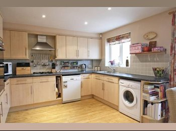 EasyRoommate UK - 16ft DOUBLE ROOM WITH BALCONY, Guildford - £750 pcm