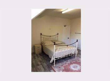 EasyRoommate UK - Attic-Style En-suite double in Victorian Terrace, Westcotes - £450 pcm