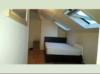 EasyRoommate UK - 2 Bed house 1 Double room available January 1st, Cross Green - £400 pcm