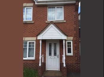 EasyRoommate UK - 1 Double , 1 Ensuite & 1 Single Rooms available in 5 bed modern house nr Smethwick Galton Bridge Rai, West Bromwich - £290 pcm