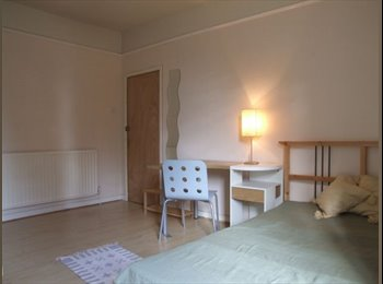 EasyRoommate UK - Great Affordable Rooms Close to town, Park Dale - £265 pcm