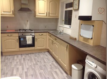 EasyRoommate UK - Double room House Share Zone 3 (Couples 750 PCM), Norbury - £650 pcm