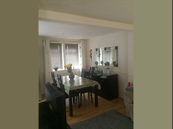EasyRoommate UK - Amazing double room for Rent., Reigate - £520 pcm