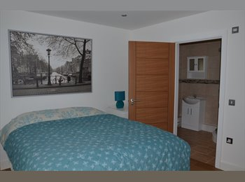 EasyRoommate UK - Large double ensuite with patio doors onto the river Wye, High Wycombe - £950 pcm