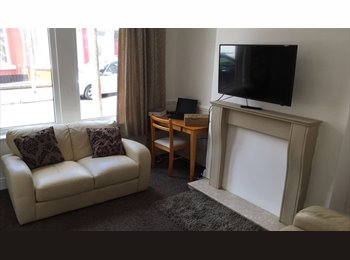 EasyRoommate UK - Rooms in newly refurbished house from £55pw, Wavertree - £240 pcm