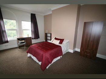 EasyRoommate UK - Rooms to rent in 3 bed Bramley house. , Kirkstall - £400 pcm