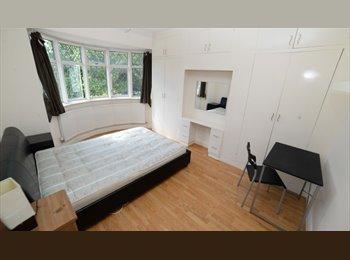 EasyRoommate UK - Double Room Greenwich (Kidbrooke), with nice living room & big back garden, Kidbrooke - £550 pcm