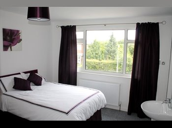 EasyRoommate UK - En suite room in house share with the WOW factor!, Cottingham - £434 pcm