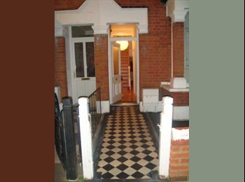 EasyRoommate UK - Lovely Double Rooms in Homely Relaxed House £550 & £650, Bowes Park - £550 pm