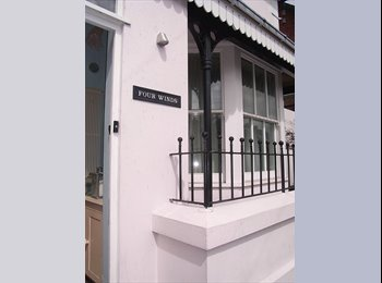 EasyRoommate UK - En-suite, large, triple aspect, double room in detached house with landscaped garden, Lewes - £650 pcm