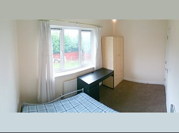 EasyRoommate UK - ALL-INCLUSIVE STUDENT ROOM, Lime Tree Park - £375 pcm