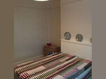 EasyRoommate UK - CITY CENTRE LARGE  ROOMS FULLY FURNISHED, Litchurch - £300 pcm