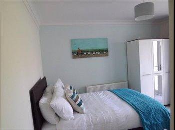 EasyRoommate UK - New * EN-SUITE DOUBLE ROOM * DUDLEY, Dudley - £400 pcm