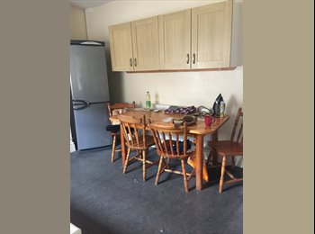 EasyRoommate UK - Looking for a student to join us in a 4 bedroom house, Lancaster - £377 pcm