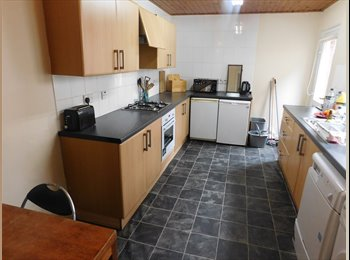 EasyRoommate UK - DOUBLE ROOMS IN FINGLAND ROAD, WAVERTREE, Wavertree - £260 pcm