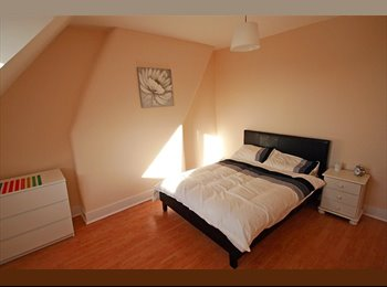 EasyRoommate UK - Double Room With a View of North West London, Harlesden - £700 pcm