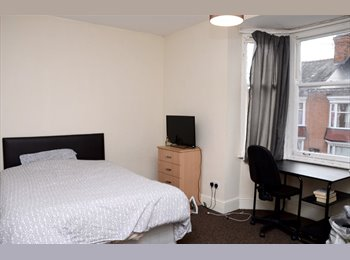 EasyRoommate UK - Large Cosy Rooms in House Share on Quiet Road, Westcotes - £425 pcm