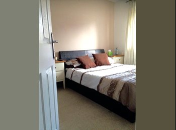 EasyRoommate UK - Lovely double room inc own bathroom in modern home, Stockland Green - £425 pcm