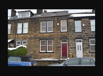 EasyRoommate UK - Stunning contemporary large double bedroom!!, Rodley - £400 pcm