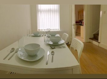 EasyRoommate UK - New Stunning 3 En Suites Bedrooms house - Close to Cov Uni!!!, Stoke Aldermoor - £450 pcm