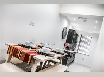 EasyRoommate UK - New high end room in great location - incl bills!, Warrington - £390 pcm