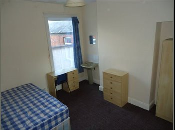 EasyRoommate UK - Lovely 5 bedroom property located just off Princes Avenue, Botanic - £260 pcm