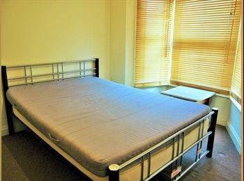 EasyRoommate UK - Single room houseshare, Chatham - £360 pcm