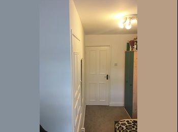 EasyRoommate UK - Single room , Crawley - £400 pcm
