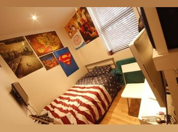 EasyRoommate UK - 2 Rooms Available In Bellvue Student House, Preston - £350 pcm