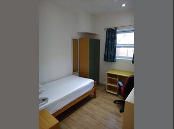 EasyRoommate UK - SINGLE/ENSUITE/STUDIO ROOM AVAILABLE TO RENT FROM SEPT 2017, Highfield - £325 pcm