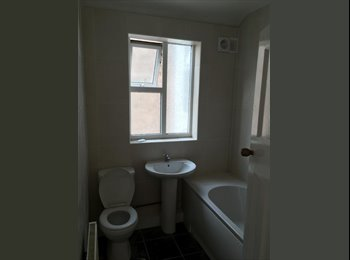 EasyRoommate UK - Great size double bedroom available , Dingle - £260 pcm