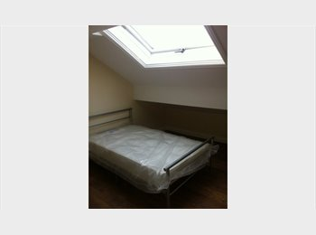 EasyRoommate UK - newly refurbished ensuite double bedroom in shared house, Moss Side - £350 pcm