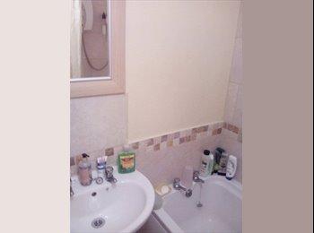 EasyRoommate UK - large double room, Pear Tree - £280 pcm