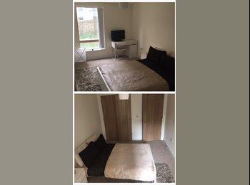 EasyRoommate UK - Modern Double Bedroom, Kemptown - £650 pcm
