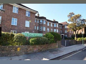 EasyRoommate UK - Large Double Room 5 min walk from Twickenham St Superb Location, Twickenham - £600 pcm