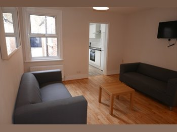 EasyRoommate UK - Choice of 3 rooms in great refurbished house share, Norcot - £400 pcm