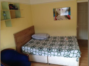 EasyRoommate UK - Studio To Rent, West Brompton - £780 pcm