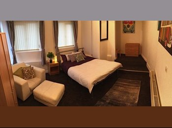 EasyRoommate UK - 1 double and 1 single room available, free parking all bills included, Upperthorpe - £300 pcm