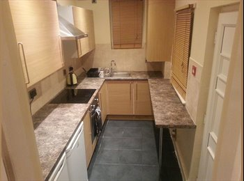 EasyRoommate UK - *ALL BILLS INC* Ensuite - Professional house, Headingley - £425 pcm