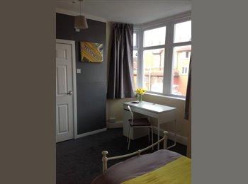 EasyRoommate UK - Refurbished student Accommodation 200 meters from Blackpool university campus , Blackpool - £350 pcm