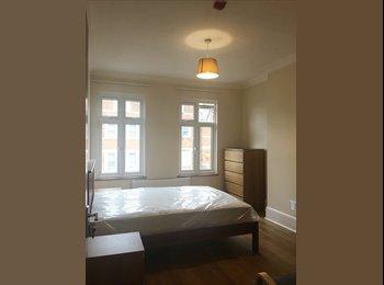 EasyRoommate UK - Room's to Rent , Norbury - £700 pcm