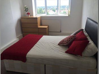 EasyRoommate UK - Lovely Double Room in Bromley - AVAILABLE NOW WITH SPECIAL OFFER!!, Bromley - £520 pcm