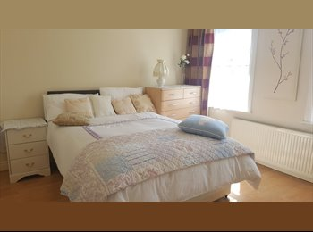 EasyRoommate UK - double room near Reading center, Norcot - £550 pcm