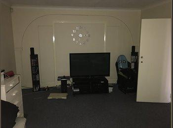 EasyRoommate UK - Nice double room in spacecious house!, Norbury - £560 pcm