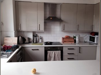 EasyRoommate UK - Double Room in Friendly House 5 Mins from Charlton Station, Charlton - £600 pcm